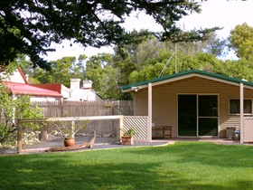 Shiralea Country Cottage - Tourism Brisbane