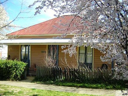 Cooma Cottage - Accommodation - Tourism Brisbane