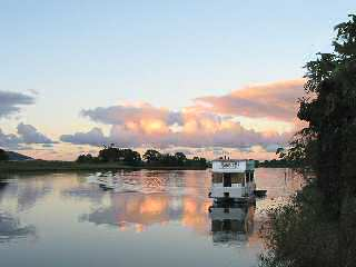 Tweed River Houseboats - Tourism Brisbane
