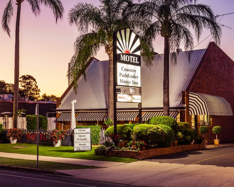 Country Pathfinder Motor Inn - Tourism Brisbane