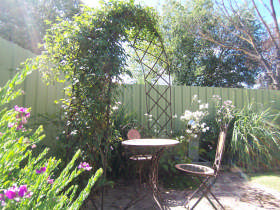 Robyn's Nest Country Cottages - Tourism Brisbane