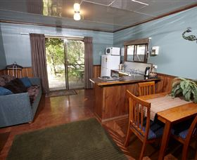 Crayfish Creek Van and Cabin Park and Spa Treehouse - Tourism Brisbane