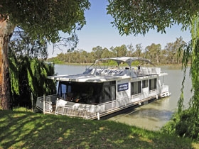 Boats and Bedzzz - The Murray Dream self-contained moored Houseboat - Tourism Brisbane