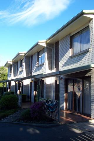 Davey Place Holiday Town Houses - Tourism Brisbane