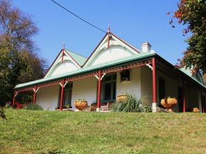 Ravenscroft and The Cottage - Tourism Brisbane