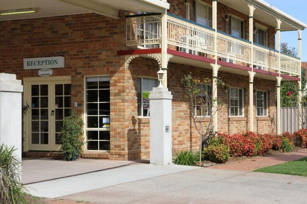 Grand Manor Motor Inn - Tourism Brisbane