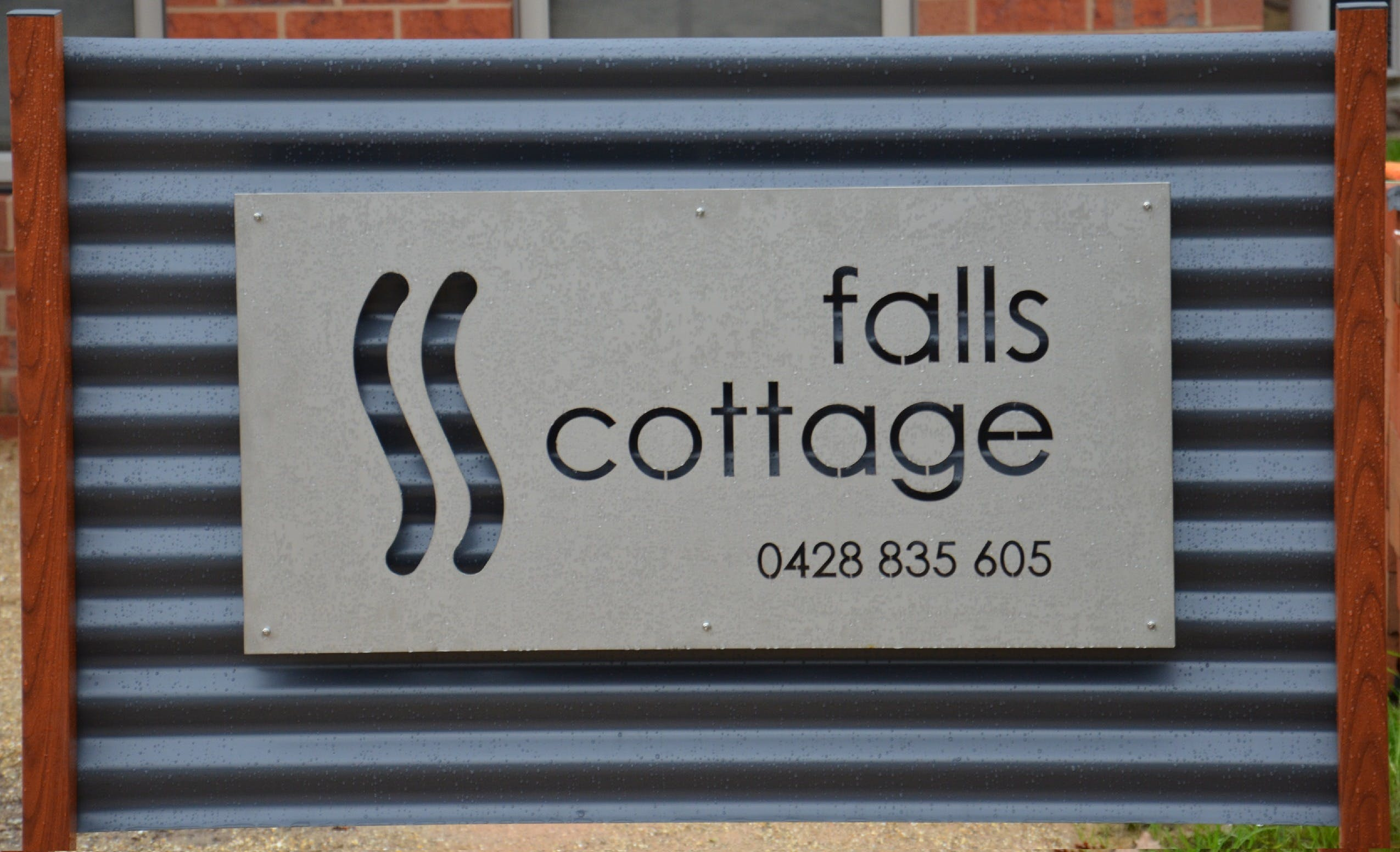 Falls Cottage Whitfield - Tourism Brisbane