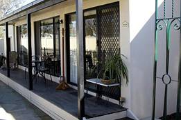 Courtside Cottage Bed and Breakfast - Tourism Brisbane
