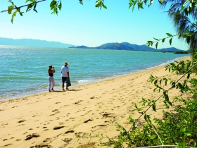 Bushland Beach - Tourism Brisbane