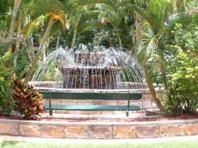 Bauer and Wiles Memorial Fountain - Tourism Brisbane