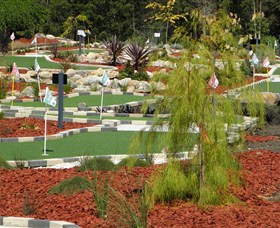18 Hole Mini Golf - Club Husky - Tourism Brisbane