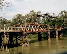 Swan Hill - Murray River Road Bridge - Tourism Brisbane
