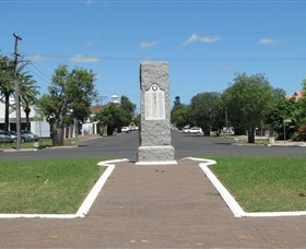 War Memorial and Heroes Avenue Roma - Tourism Brisbane