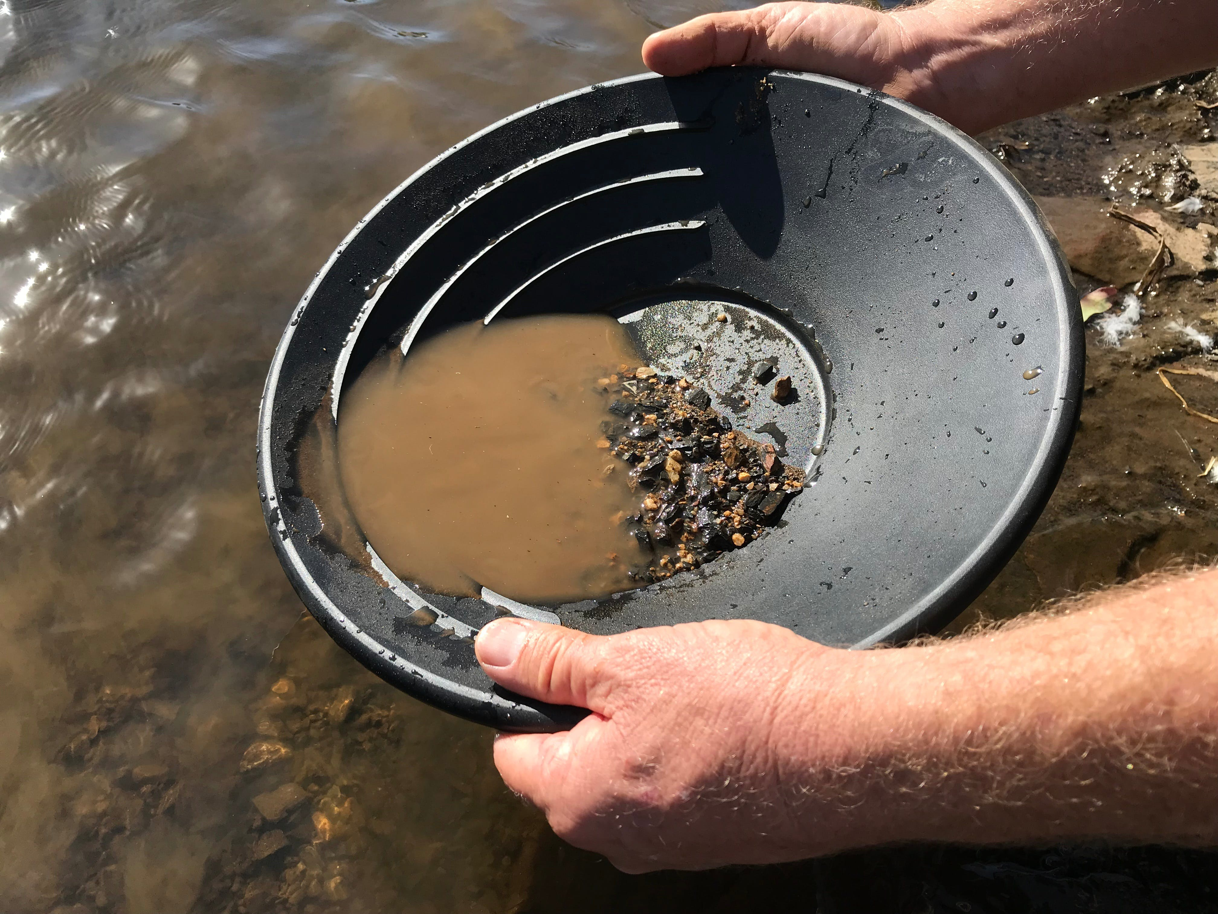 Tuena Panning for Gold - Tourism Brisbane