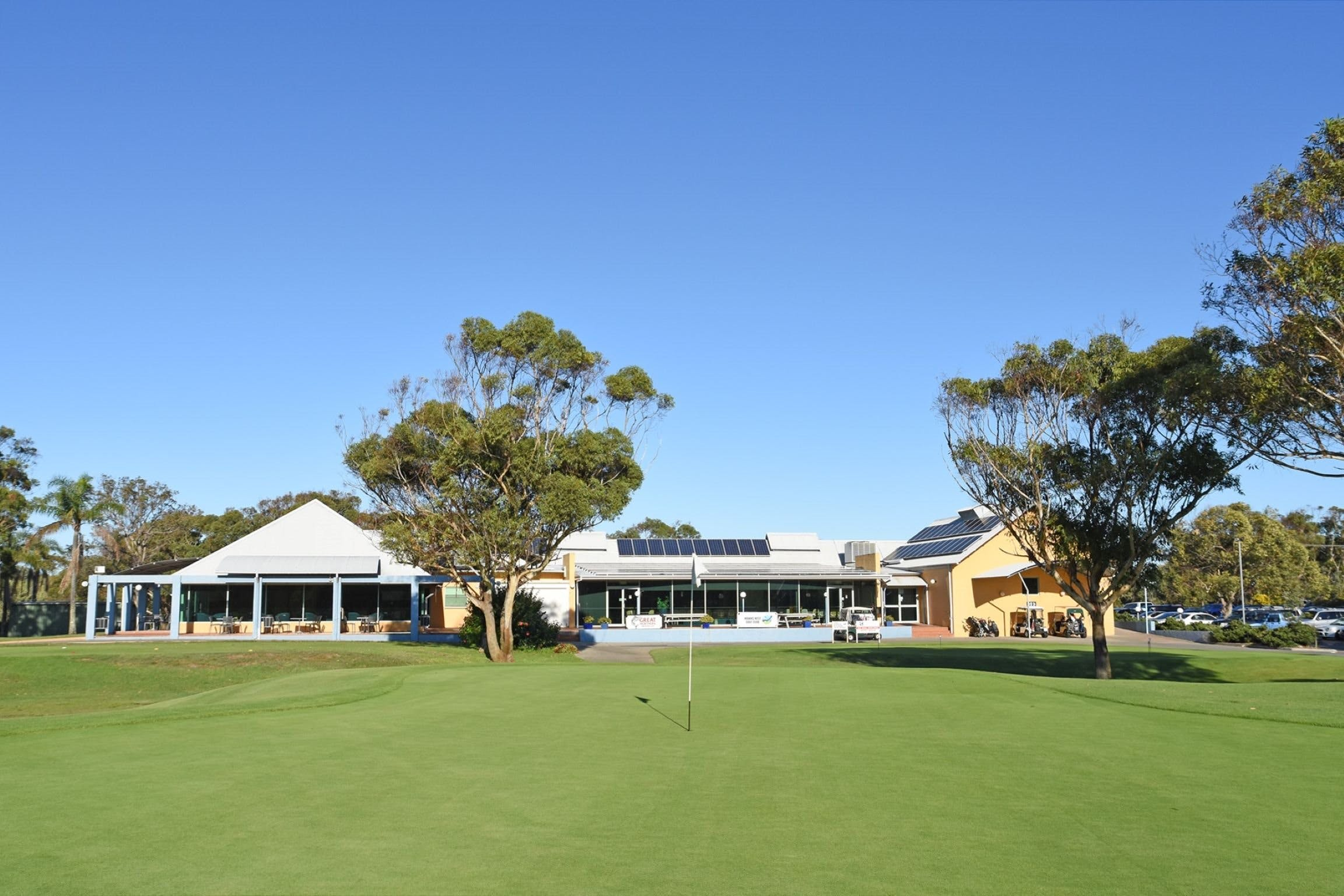Hawks Nest Golf Club - Tourism Brisbane