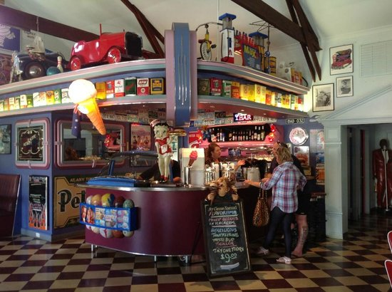Cruzin' in the 's Diner - Tourism Brisbane