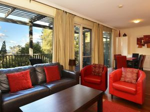 Villa Cypress located within Cypress Lakes - Tourism Brisbane
