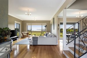 LUXURY WATERFRONT FAMILY HOME-TASMANIA I-L'Abode - Tourism Brisbane